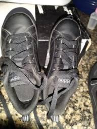 Vende-se dois tênis semi novos originais comprado na Centauro.