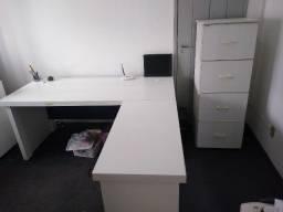 Mesa de escritório e arquivo