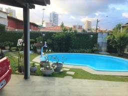 Casa em Capim Macio - com 340m² - Piscina e Churrasqueira