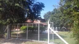 Sitio casa com piscina em condomínio fechado