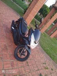 MOTO Honda PCX 150 <br><br>Ano/Mod 2015/2015<br>32.000 km<br>150cc , automática