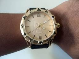 Relógio Pulseira de Couro Caixa Dourada