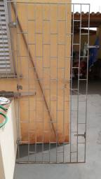 Porta tida de aço puro,medindo 96,5 de largura