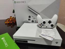 XBOX ONE S 1 TERÁ 4K COM CAIXA E NOTA FISCAL ACEITO CARTÃO E FAÇO ENTREGA GRÁTIS