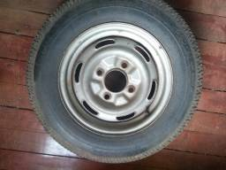 Roda aro 14 com pneu fino Pirelli 100,00