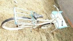 Bicicleta cargueira R $ 396