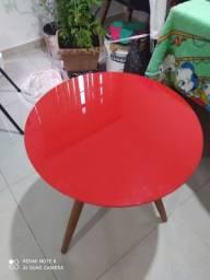 Mesa de canto com tampo de vidro laqueado