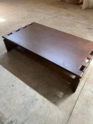 Mesa de cento de madeira