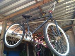 Bicicletas semi novas e uma usada