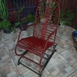 Vendo cadeira de balanço de ferro