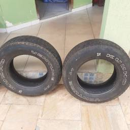 Quatro pneus AT 225/70/R15 Kumho e Firestone