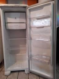 Vendo geladeira 650,00