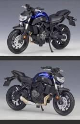 miniatura Yamaha MT 07 2018 em metal