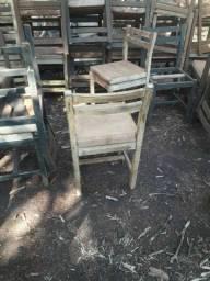 Título do anúncio: Cadeiras antigas de restaurante.