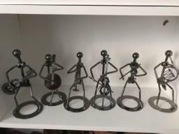 Bonecos com instrumentos