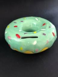 Cofrinho em formato de donuts