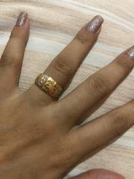 Anel de ouro novo