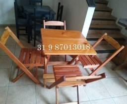 Mesa dobrável com 04 cadeiras toda de madeira masiça envernizada | Da Fábrica