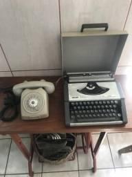 Máquina de Datilografar e Telefone
