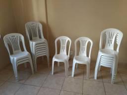 18 Cadeiras de Plástico