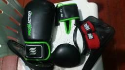 Luvas de boxe com bandagem