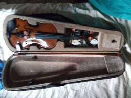 Vendo esse lindo violino
