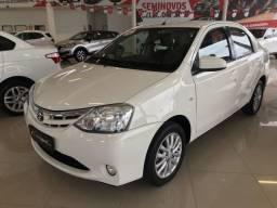 Toyota Etios Sedã XLS 2014