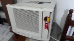 Ar condicionado semi novo R$800