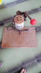 Furador elétrico de papel