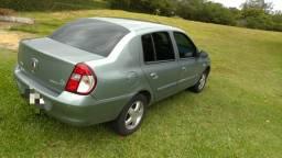 Clio Sedan 1.6 Top de linha