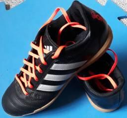 Tênis futsal em couro Adidas (NOVO)
