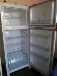 Vendo geladeira pra quem quiser manda arrumar
