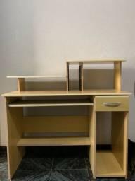 Mesa de computador usada