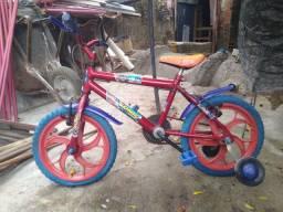 Vendo uma bicicleta de menino