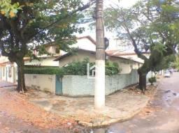 Oportunidade: Casa de esquina em localização privilegiada da Praia da Costa