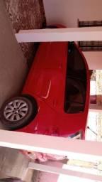 Volkswagen Fox 1.6 vermelho.
