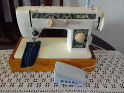 Maquina de Costura Elgin Zig Zag, em bom estado, costurando bem, um ponto bem regulado