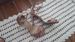 Vestido de madrinha e sandália