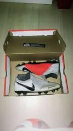 Chuteira Nike Phantom 41