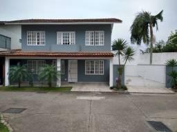 Excelente Sobrado 3 quartos em Condomínio no centro de Balneário Camboriú