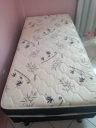 Guarda roupa e cama bem conservados