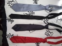 4 gravatas. 2 são italianas
