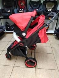 Carrinho e bebê conforto vermelho