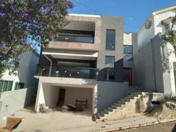 Vendo- Casa em fase final de construção com 4 dormitórios sendo 2 suítes, São Lourenço/MG