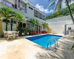 Casa de 600 m², totalmente renovada, impecável em todos os ambientes, com revestimentos no