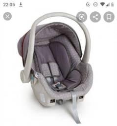 Bebê conforto Galzerano cinza com estrelinhas.