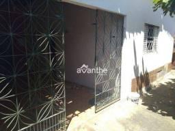 Título do anúncio: Casa com 2 dormitórios à venda, 160 m² por R$ 170.000 - Itararé / Zona Sudeste - Teresina/