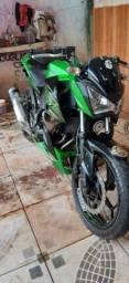 Moto Kawasaki 300cc z.