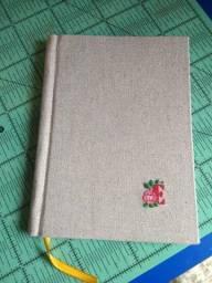 Caderno artesanal com bordado