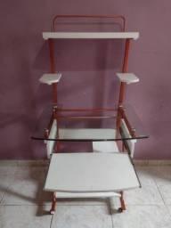 Vende se essa mesa ultilitaria, em ferro com vidro e MDF.